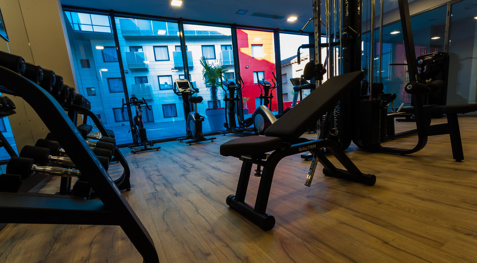 Spa y fitness hotel ciudad de bin far for Salon de fitness