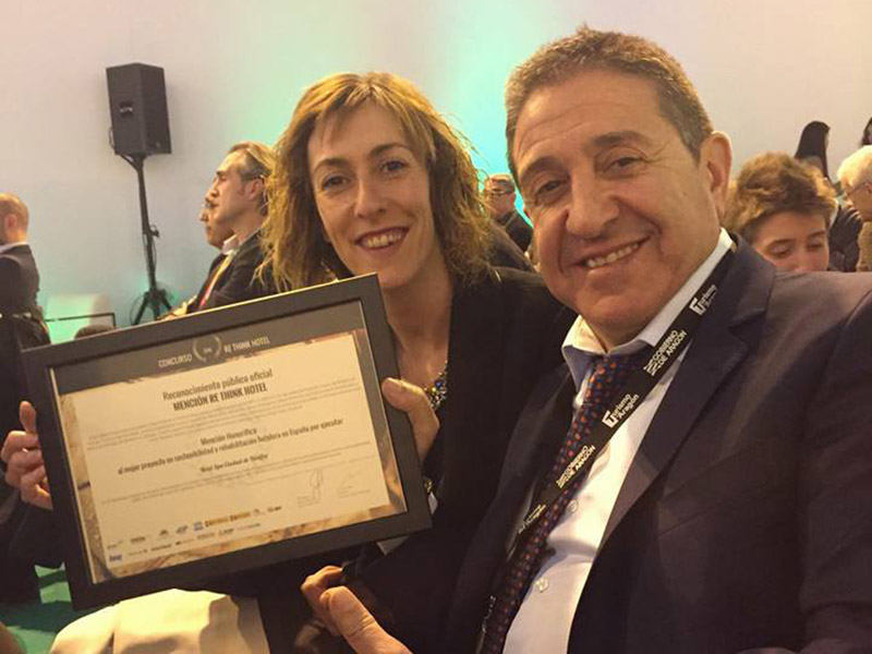 premio_luis_claveria_almudena_anadon